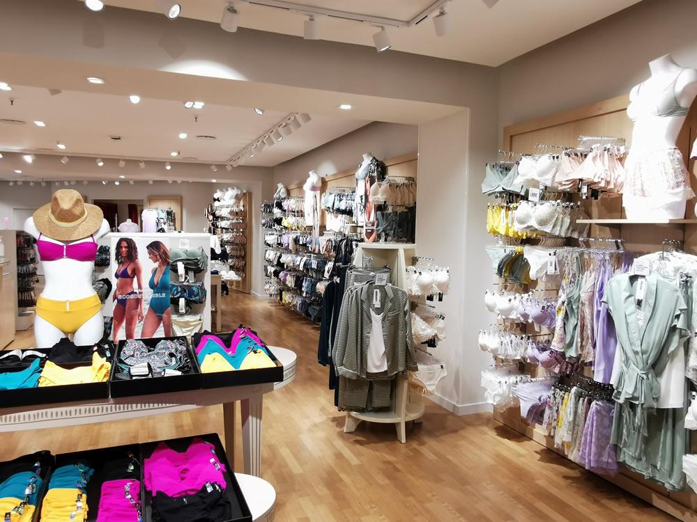 Interior de la tienda Etam Paris